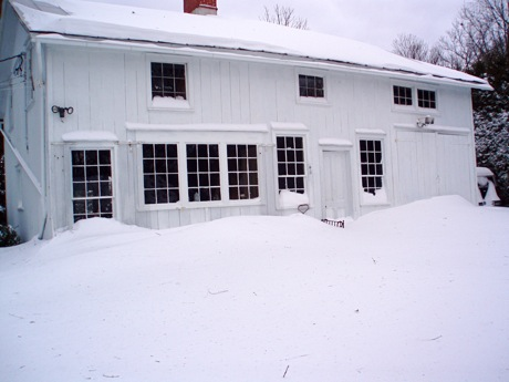 barn in snow 12/26/10